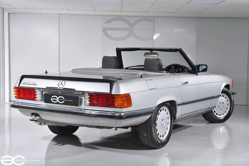 1983 Mercedes Benz 280SL - Stunning Condition - 33K miles SOLD (picture 2 of 6)