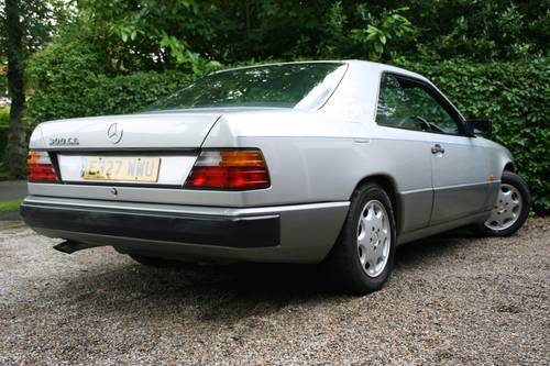 1988 STUNNING W124 300E COUPE, £2500 SPENT RECENTLY SOLD (picture 2 of 6)