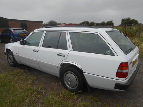 1990 Mercedes Benz 200T Estate 7 seater SOLD (picture 3 of 6)