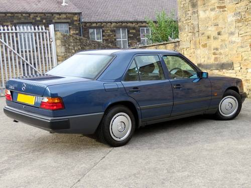 1989 Mercedes W124 230E Auto - Low Miles -FSH- Immaculate Example SOLD (picture 4 of 6)