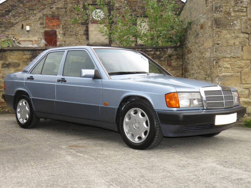 1993 Mercedes W201 190D 2.5 Auto -Excellent- FSH (35 Stamps) SOLD (picture 3 of 6)