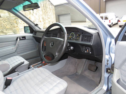 1993 Mercedes W201 190D 2.5 Auto -Excellent- FSH (35 Stamps) SOLD (picture 5 of 6)