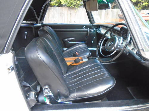 1965 Mercedes Benz 230 SL Pagoda UK RHD Auto/PAS Stunning SOLD (picture 3 of 6)