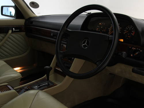 1991 Mercedes Benz 300SE Automatic-Outstanding Example SOLD (picture 3 of 6)