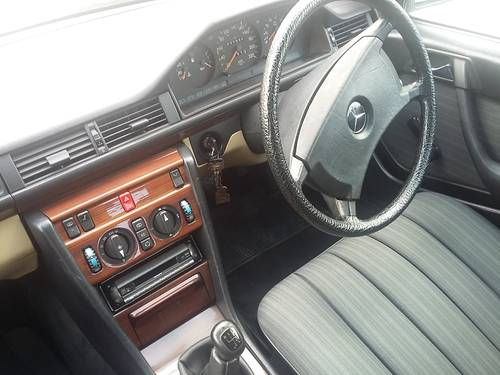 1991 Mercedes W124 200 E  RHD - 37000 Km ( 23,125 Mls ) For Sale (picture 5 of 6)