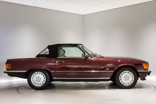 1989 Mercedes 300SL(R107)- ONLY 7700 MILES-THE BEST AVAILABLE  SOLD (picture 2 of 6)