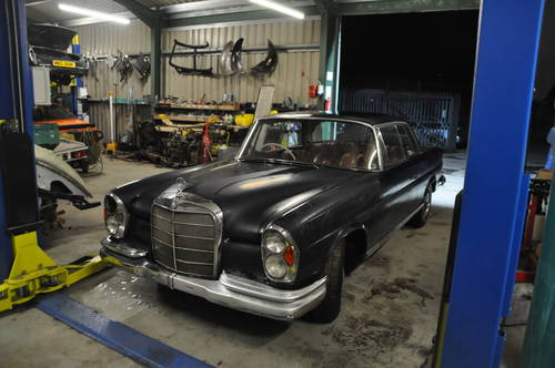1964 MERCEDES BENZ W111 250SE 2 DOOR BARN FIND RESTORATION  SOLD by Auction (picture 1 of 6)