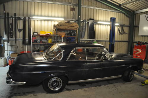 1964 MERCEDES BENZ W111 250SE 2 DOOR BARN FIND RESTORATION  SOLD by Auction (picture 4 of 6)