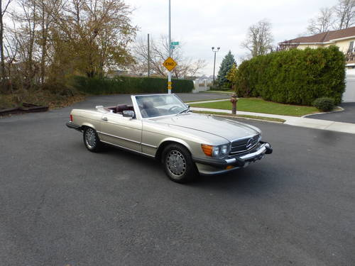 1988 Mercedes 560SL Two Tops Nicely Presentable - SOLD (picture 1 of 6)