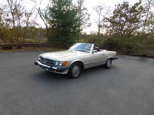 1988 Mercedes 560SL Two Tops Nicely Presentable - SOLD (picture 3 of 6)