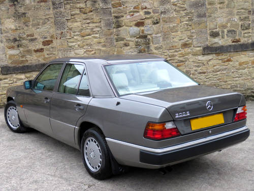 1991 Mercedes W124 300E Auto Saloon - Low Miles - FSH - Stunning! SOLD (picture 2 of 6)