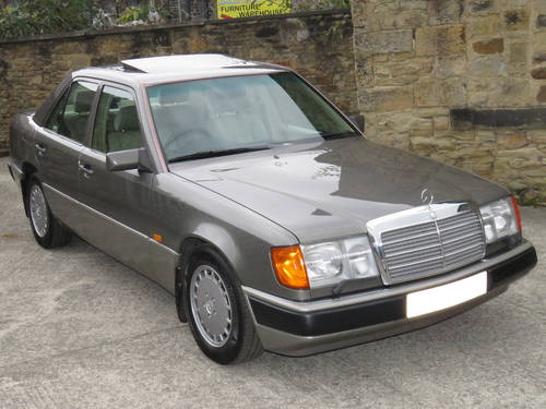 1991 Mercedes W124 300E Auto Saloon - Low Miles - FSH - Stunning! SOLD (picture 3 of 6)