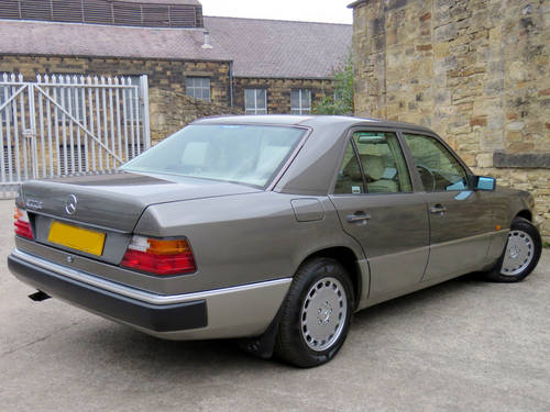 1991 Mercedes W124 300E Auto Saloon - Low Miles - FSH - Stunning! SOLD (picture 4 of 6)