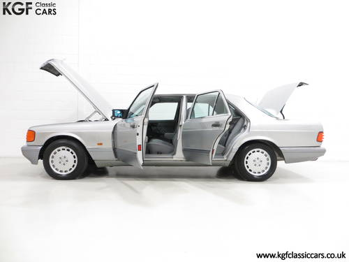 1991 An Opulent Mercedes-Benz W126 300SE with Just 64,801 Miles SOLD (picture 3 of 6)
