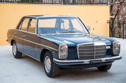 1975 Mercedes Benz 250SE w114 SOLD (picture 1 of 5)