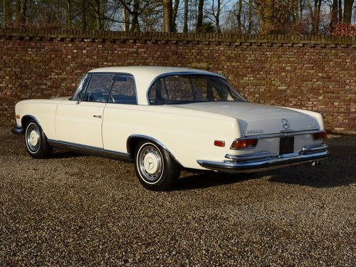 1971 Mercedes 280SE 3.5 rare manual gearbox with sunroof! For Sale (picture 2 of 6)