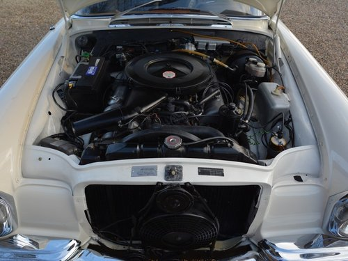 1971 Mercedes 280SE 3.5 rare manual gearbox with sunroof! For Sale (picture 4 of 6)