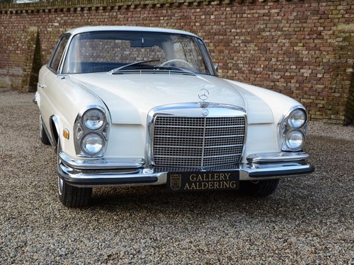 1971 Mercedes 280SE 3.5 rare manual gearbox with sunroof! For Sale (picture 5 of 6)