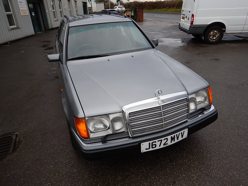 1992 MERCEDES W124 230TE Seven Seater Automatic Estate ~  SOLD (picture 2 of 6)