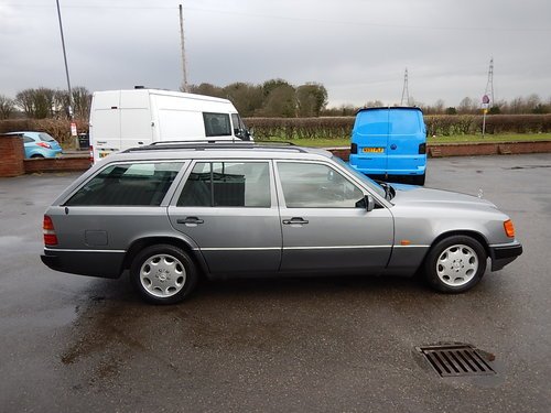 1992 MERCEDES W124 230TE Seven Seater Automatic Estate ~  SOLD (picture 3 of 6)