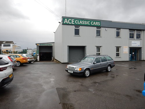 1992 MERCEDES W124 230TE Seven Seater Automatic Estate ~  SOLD (picture 6 of 6)