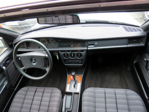 1990 Mercedes W201 190D Auto LHD - 56K - FSH - The Best Available SOLD (picture 5 of 6)