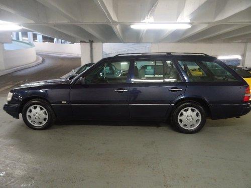 1995 Mercedes-Benz E Class 3.2 E320 5dr W124 AUTO ESTATE 7 SEATS  For Sale (picture 2 of 6)