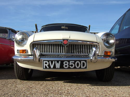 1966 Very sorted MGB Roadster  (picture 1 of 6)