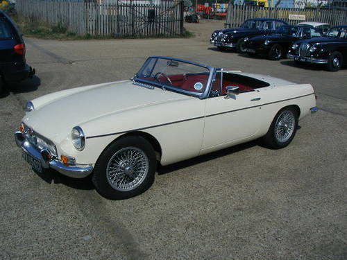 1966 Very sorted MGB Roadster  (picture 2 of 6)