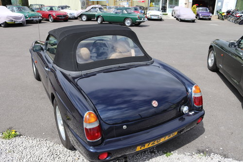 1994 MG RV8 in rare Oxford Blue SOLD (picture 3 of 5)