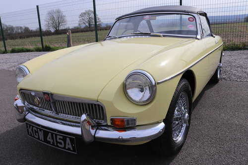 1963 MGB Roadster , rare pull handle in primrose,show standard. SOLD (picture 1 of 5)