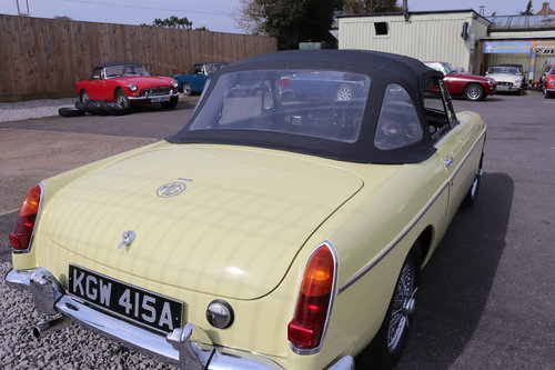 1963 MGB Roadster , rare pull handle in primrose,show standard. SOLD (picture 5 of 5)