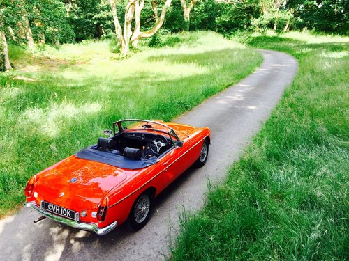 1972 MG B Roadster – £11,995  SOLD (picture 3 of 6)