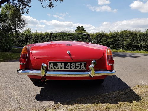 1964 MGB Roadster tartan red restored early 2000s SOLD (picture 3 of 6)