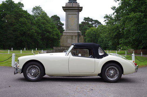 1960 MGA Roadster OEW original RHD stunning SOLD (picture 2 of 6)