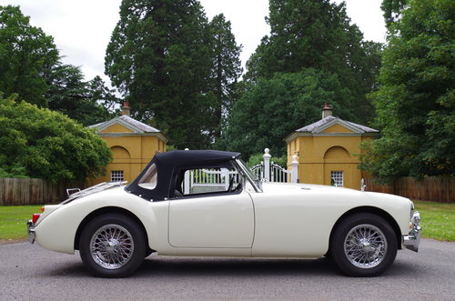 1960 MGA Roadster OEW original RHD stunning SOLD (picture 4 of 6)