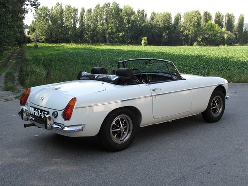 1974 MG B Roadster 1800 with Overdrive For Sale (picture 2 of 6)