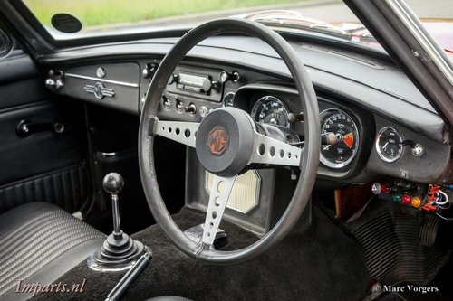 1970 Very nice MGB GT with Overdrive RHD For Sale (picture 2 of 6)