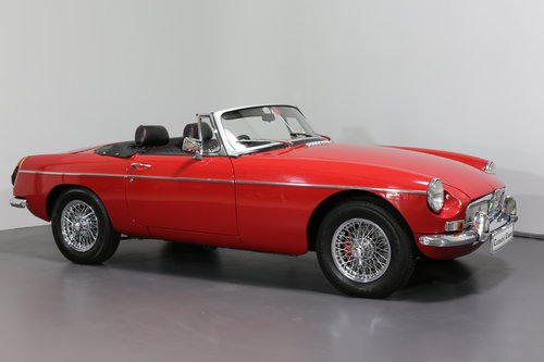 1977 A pampered and cherished MG B Roadster UPC490S SOLD (picture 3 of 6)