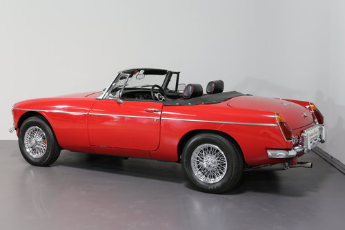 1977 A pampered and cherished MG B Roadster UPC490S SOLD (picture 4 of 6)