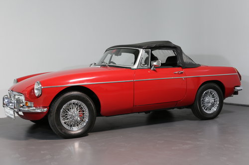 1977 A pampered and cherished MG B Roadster UPC490S SOLD (picture 5 of 6)