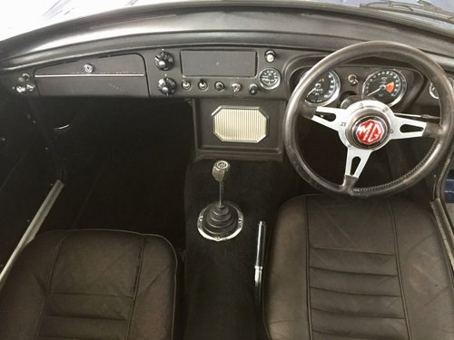 1969 MGB GT 1.8 with Webesto Sun roof For Sale (picture 3 of 5)