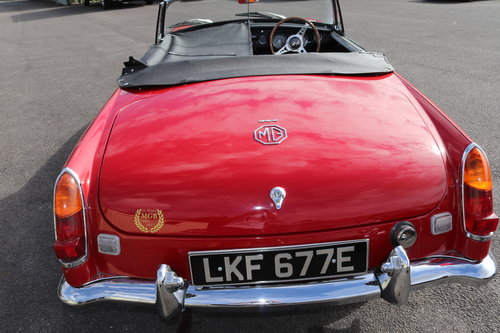 1967 MGB HERITAGE SHELL, Tartan red SOLD (picture 4 of 6)