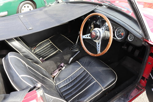 1967 MGB HERITAGE SHELL, Tartan red SOLD (picture 5 of 6)