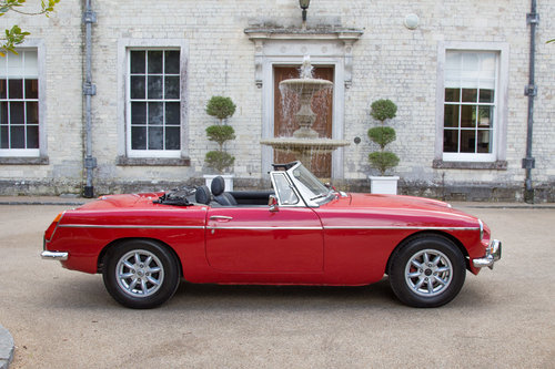 1972 MG B Roadster | Flame Red, Overdrive  SOLD (picture 3 of 6)