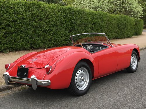 1959 MGA TWIN CAM - STUNNING RESTORED CAR SOLD (picture 3 of 6)