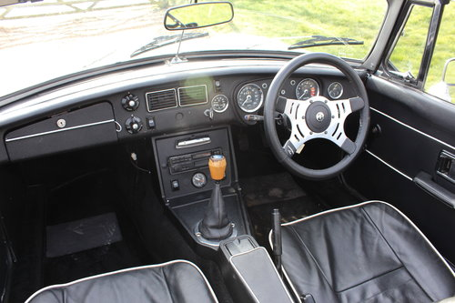1974 CLASSIC MGB TOURER  For Hire (picture 5 of 6)