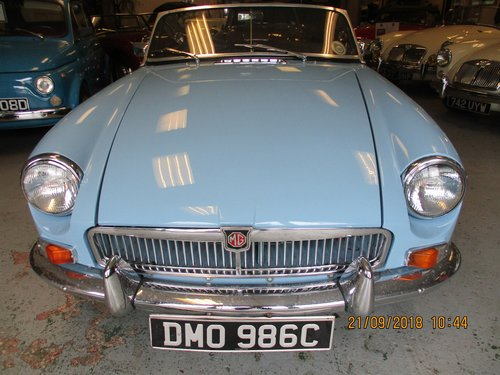 1965 Iris Blue MG B Roadster For Sale (picture 1 of 5)