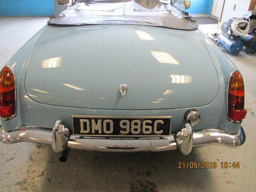 1965 Iris Blue MG B Roadster For Sale (picture 2 of 5)