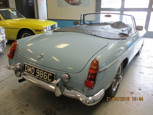 1965 Iris Blue MG B Roadster For Sale (picture 3 of 5)